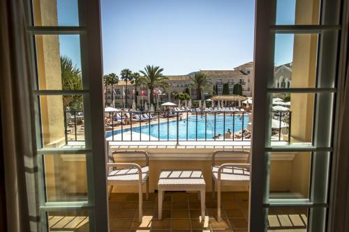 Hotel - pool views